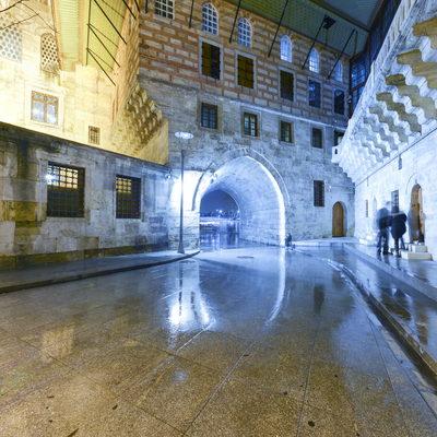 Yeni Camii Gece - Sultan Girişi