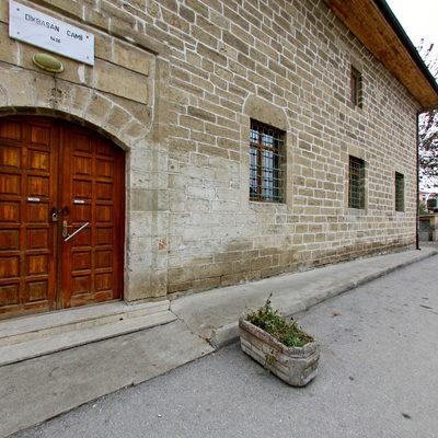 Dikbasan Cami - Ön Kapı