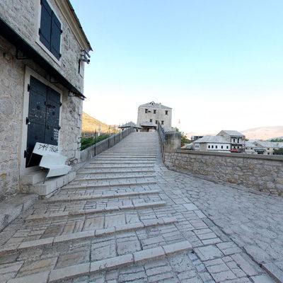 Mostar Köprüsü - Doğu