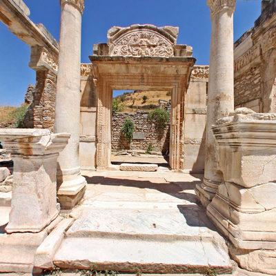 Efes - Yamaçevler Önü